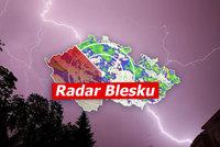 ONLINE: Silné bouřky bičují Česko. Obří kroupy, vichr a vesnice pod vodou, sledujte radar Blesku