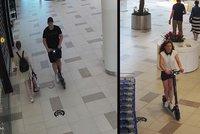 Zloději ukradli v Letňanech dvě elektrokoloběžky: Majitel je honil, ale marně. Poznáte je?