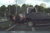Video z šílené nehody v Michli: Zbraně, 200km rychlost a náraz! Zfetovaný řidič byl v pátrání na Slovensku