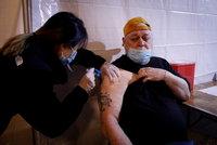 Až desetkrát účinnější: Pfizer chce prosadit třetí dávku vakcíny, u vlády narazil