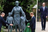 Odhalení sochy princezny Diany uhasilo válku: Usmíření princů! Harry a William znovu spolu