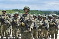 Pětici Čechů vyšetřují Albánci kvůli špionáži: Měli si fotit vojáky, agenti je sledovali