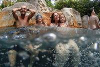Dovolená v exotických rájích? Phuket se otevírá světu, Bali a Jáva se před turisty uzavřely