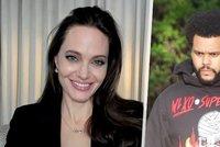 Angelina Jolie si zašla na večeři se slavným zpěvákem: Pustila k vodě exmanžela?