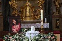 ONLINE: Poslední rozloučení s Libuškou Šafránkovou (†68): Bílá urna pro Popelku!