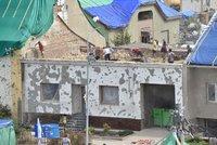 Bouřka zasáhla tornádem zničené obce! Potrhané plachty, vytopená škola