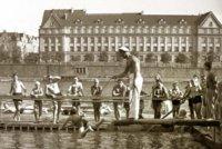 """Legenda Občanské plovárny Ferdinand Platil: """"Naučil jsem plavat tři pokolení. Babičku, matku i dceru,"""" říkával"""