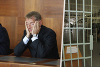 Janoušek se musí vrátit do vězení. Zdravotní stav tomu nebrání, rozhodl soud