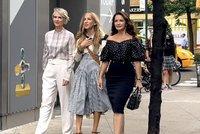 Natáčení pokračování Sexu ve městě: Carrie a Miranda změnily image, hlavy jim zdobí šediny!