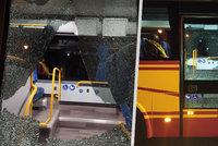 Střelba na na autobus v Hronově: Podezřelého muže (22) vypátrala policie