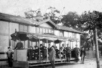 Před 130 lety vyjela na trať první elektrická tramvaj. Z Letné ke Stromovce svezla 28 lidí