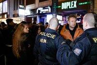 Koronavirus ONLINE: Noční proticovidový zátah na pražské kluby a diskotéky! A zpřísňování podmínek pro cestování