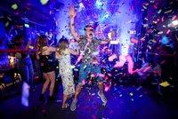V Anglii padla covidová omezení a lidé vzali noční kluby útokem. Epidemiolog zmínil lockdown