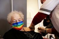 Očkování třetí dávkou vakcíny začíná. První na světě ji nabídne Izrael lidem nad 60 let