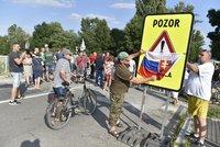Vládní chaos v opatřeních naštval pendlery: Ve velkém blokovali hranice dvou zemí