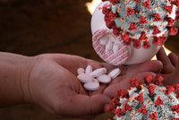 Místo injekce tabletky: Experti zkouší revoluční vakcínu proti covidu