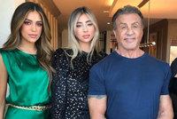 Sylvester Stallone prosí své krásné dcery: Proboha, už přestaňte růst!
