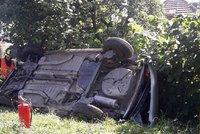 Nehoda na přejezdu bez závor: Rychlík smetl peugeot! Auto letělo vzduchem
