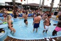 Vyhlášená party na chorvatské pláži Zrće: 100 pozitivních Rakušanů po návratu