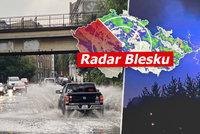 Velmi silné bouřky míří na Moravu, zasáhnou i obce zničené tornádem. Sledujte radar Blesku