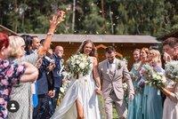 Jágrova schovanka Lucie Kovandová se vdala! Takhle jí to s hokejistou seklo na boho svatbě