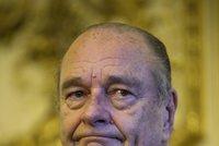 Exprezidenta Francie odvezli do nemocnice. Chirac tu leží se zápalem plic