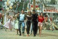 Těsné černé kalhoty Sandy z Pomády se prodaly za 3,7 milionu! Pobaví vás, kdo je koupil