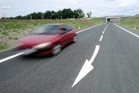 Po silnicích první třídy možná pojedeme rychleji: Až 110 km/h od příštího roku
