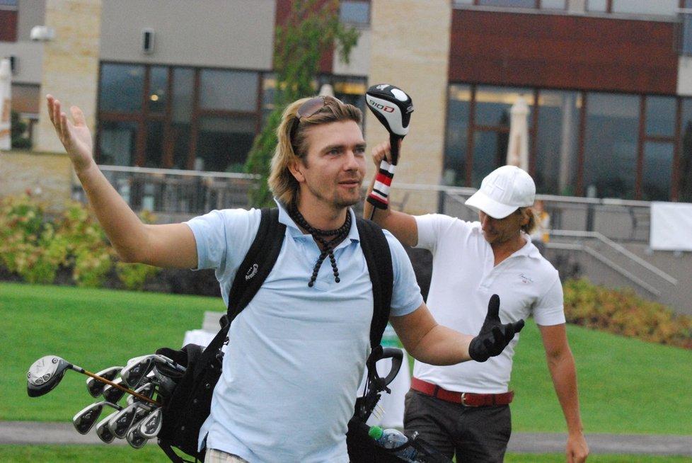Petr Čadek si užil na golfu bez své manželky Jitky Čvančarové.