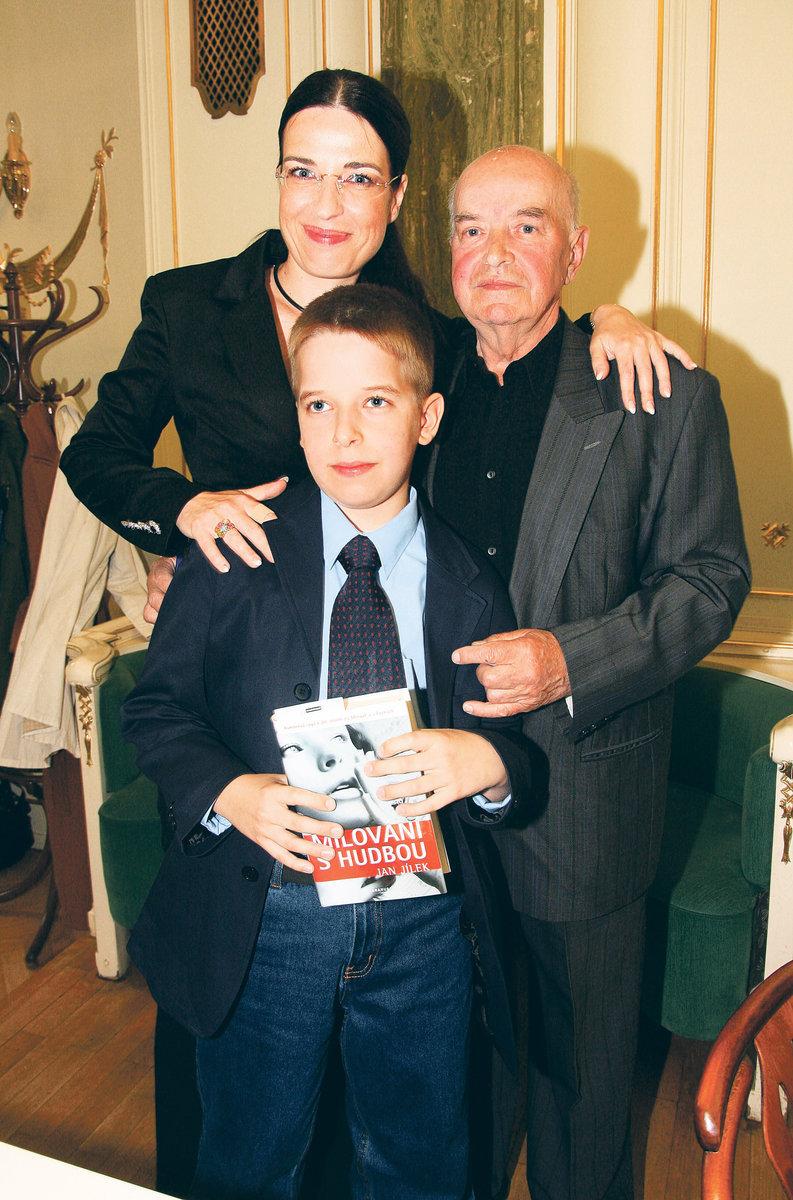 Michaela Jílková se svým otcem Janem Jílkem a synem Jakubem