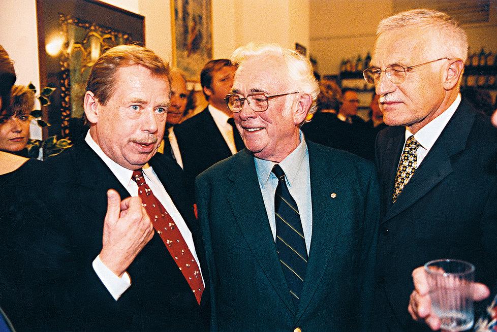 Škvorecký s Václavem Havlem a Václavem Klausem