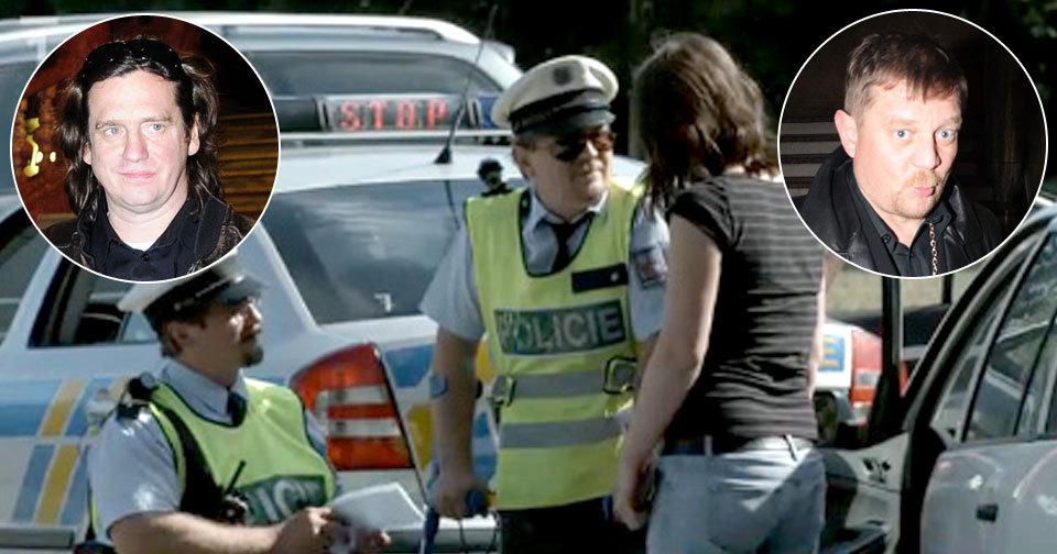 Herci Petr Čtvrtníček a Jan Potměšil jsou trestně stíháni kvůli scénce, kdy se vydávali za policisty.