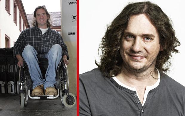Vozíku, na který je herec odkázaný od tragické autonehody v roce 1989, říká rekvizita.