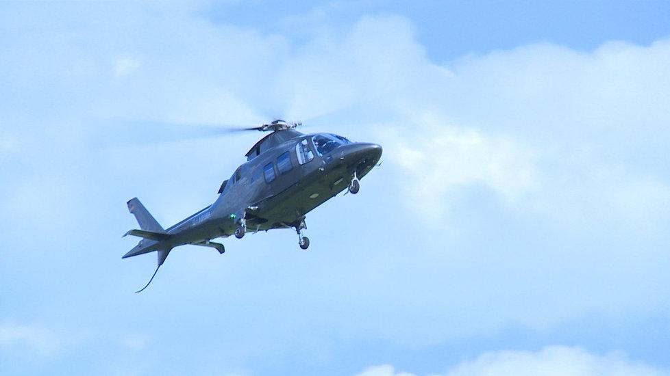 Lauda přiletěl vrtulník, sám ho ale narozdíl od letadla, kterým letěl do Mnichova, nepilotoval