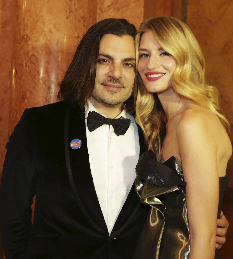 Jamison svou snoubenku Lindu na koncertě podpořil.