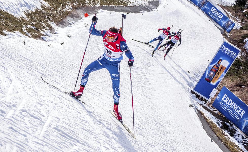 Ondřej Moravec na trati stíhačky Světového poháru v Hochfilzenu