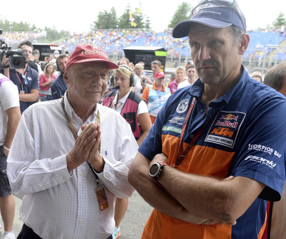 Na brněnskou Grand Prix zavítala legenda formule 1 Niki Lauda (vlevo), na snímku s Heinzem Kinigardnerem z týmu KTM