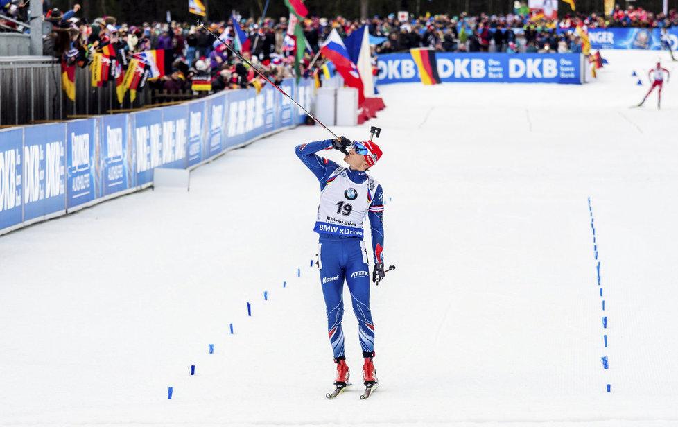Čerstvý táta Ondřej Moravec slaví stříbrný triumf v závodě s hromadným startem v Ruhpoldingu