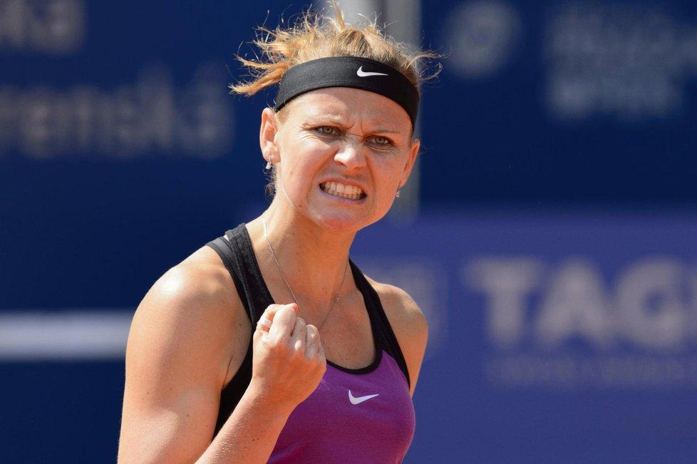 Tenistka Lucie Šafářová v akci na Prague Open