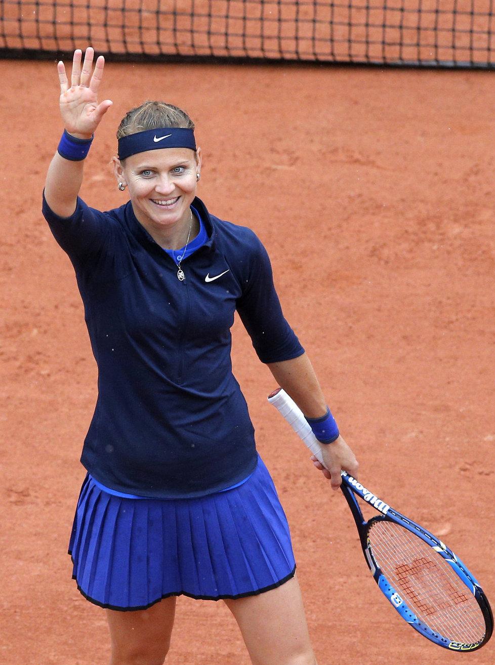 Lucie Šafářová slaví postup do druhého kola French Open