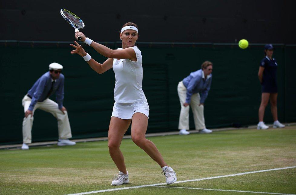 Lucie Šafářová potkala v prvním kole Wimbledonu parťačku ze čtyřhry Bethanii Mattekovou-Sandsovou