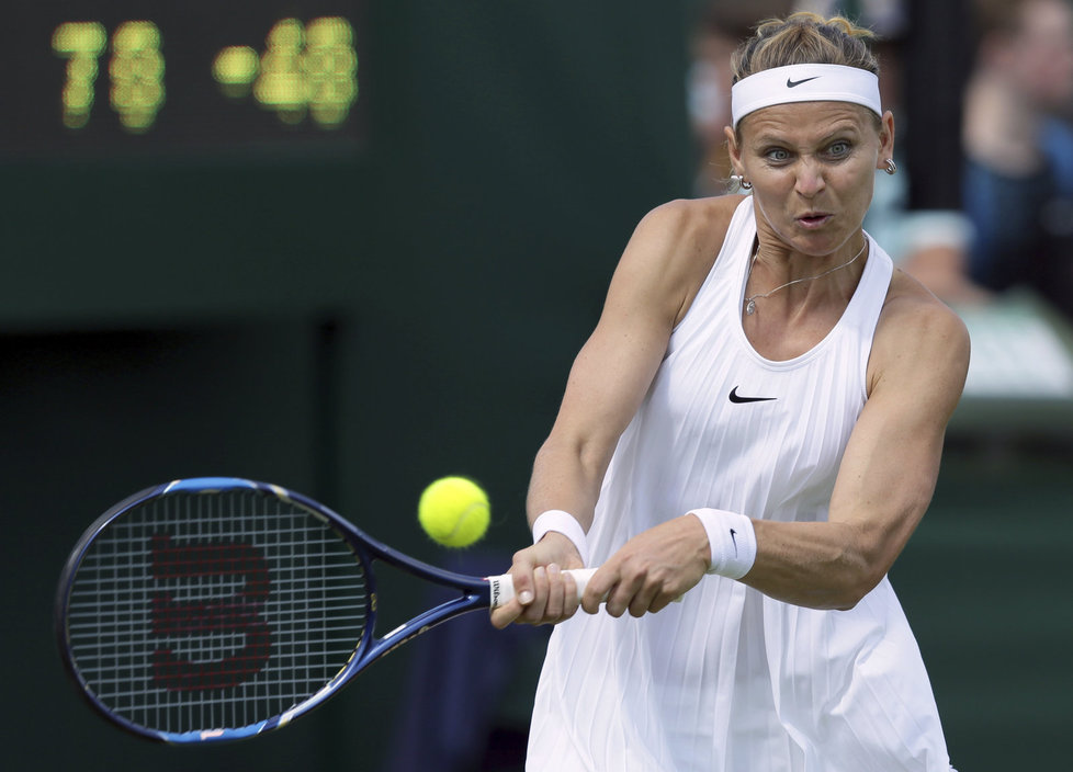 Lucie Šafářová porazila ve Wimbledonu parťačku ze čtyřhry