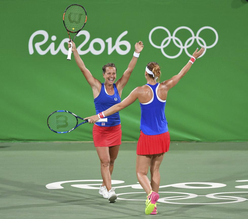 Barbora Strýcová s Lucií Šafářovou předvedly ve čtvrtfinále OH skvělý obrat