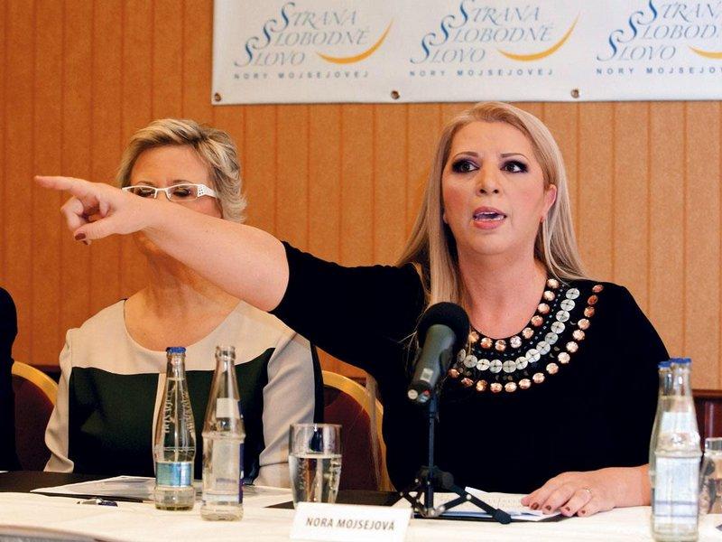 """Mnohem vážněji bere politickou kariéru košická podnikatelka Nora Mojsejová, známáz televizních pořadů. Její Strana svobodné slovo slibuje zvýšení minimální mzdy, důchodů, jednodušší podnikání a to, že sáhne Romům na sociální dávky. """"A budu i krev plivat, abych to všechno splnila,"""" tvrdí Mojsejová."""