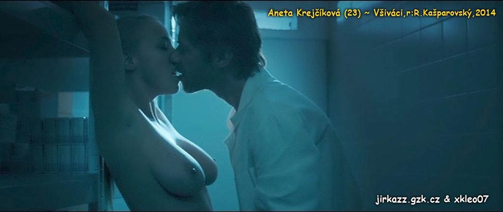 Ve filmu Všiváci svedla Jiřího Langmajera a svlékla se do naha.