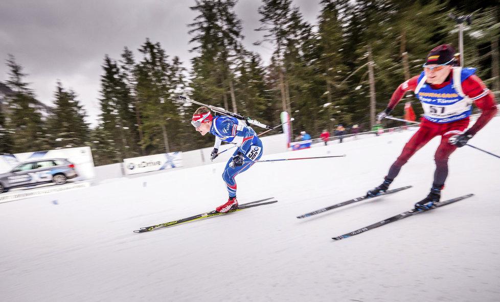 Ondřej Moravec (vlevo) ve sprintu SP v Ruhpoldingu