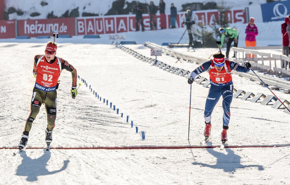 Ondřej Moravec (vpravo) si dojíždí pro páté místo, Benedikt Doll pro zlato