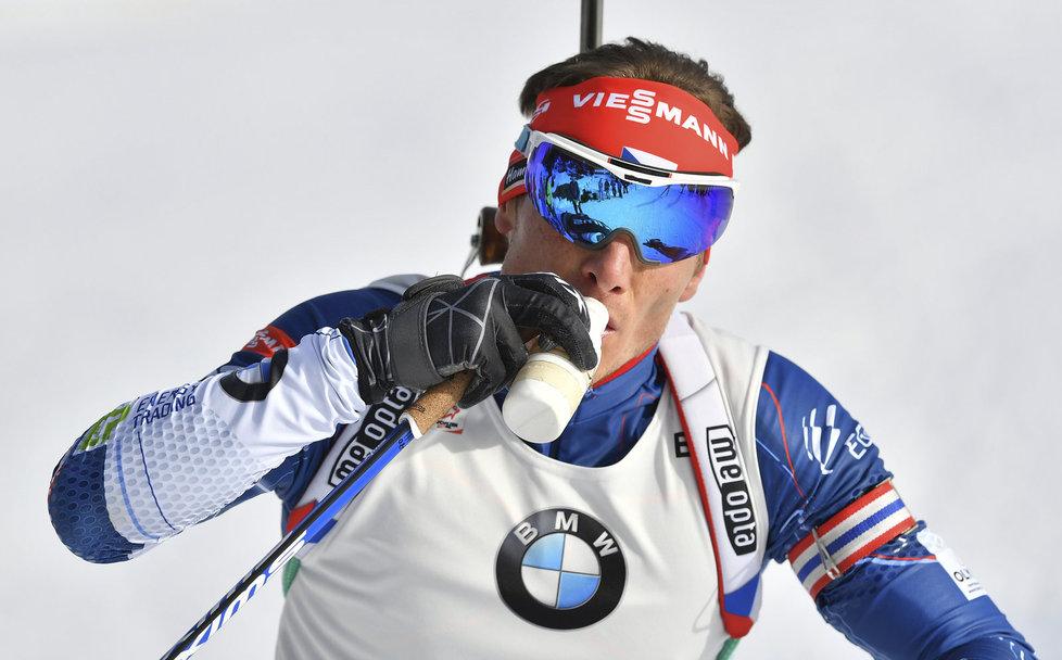 Ondřej Moravec se občerstvuje ve stíhačce na mistrovství světa