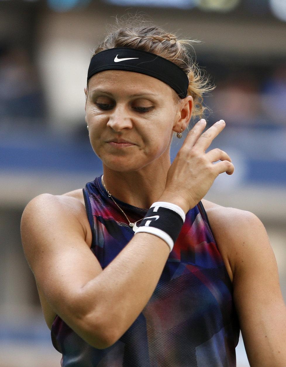 Lucie Šafářová v utkání s Coco Vandewegheovou
