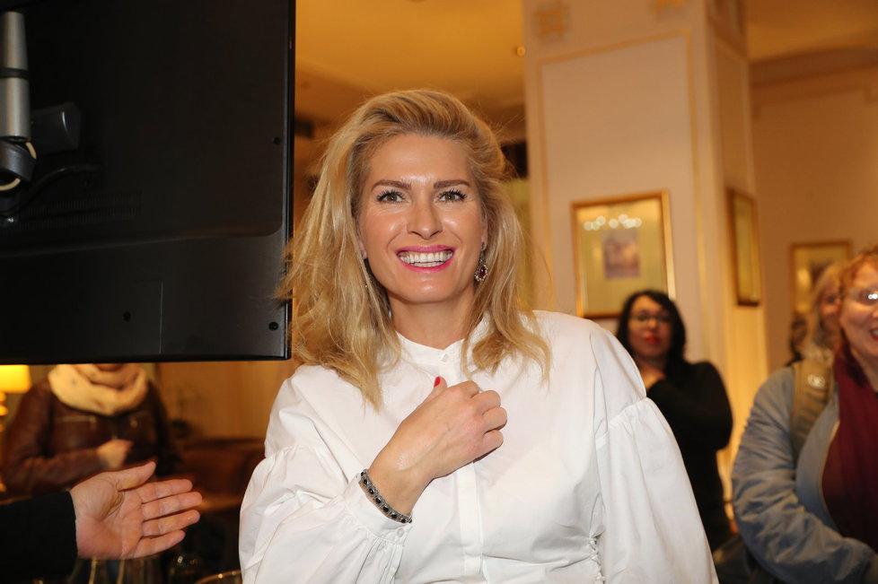 Patronkou sbírky je filmová producentka Olga Menzelová, manželka herce a režiséra Jiřího Menzela (79).